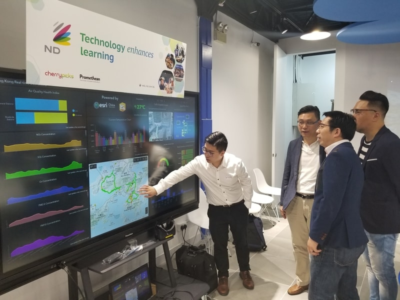 Honorable guests took a tour to see how maps and real-time geospatial data visualized in a dashboard can enhance learning experience.