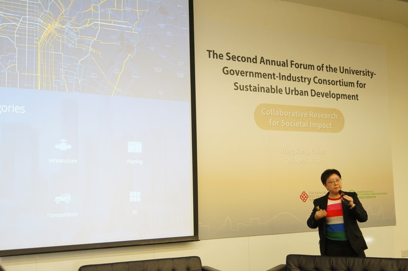Dr. Winnie Tang emphasized on the importance of GIS education in nurturing smart people in a smart city.