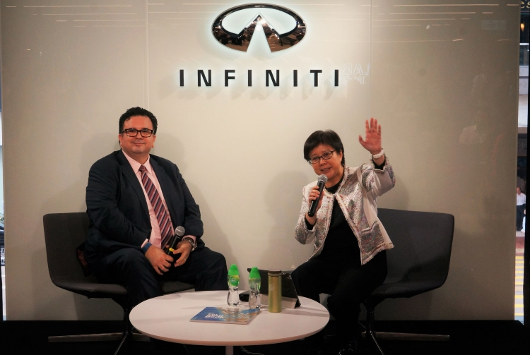 Dr. Winnie Tang, Chairman of Esri China (HK) (right) shared her success story in Infiniti Lab Live.