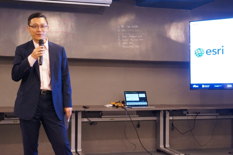 Sr. Paul Tsui, Managing Director of Esri China (HK) shared with DBS Accelerator entrepreneurs how to make use of GIS in FinTech