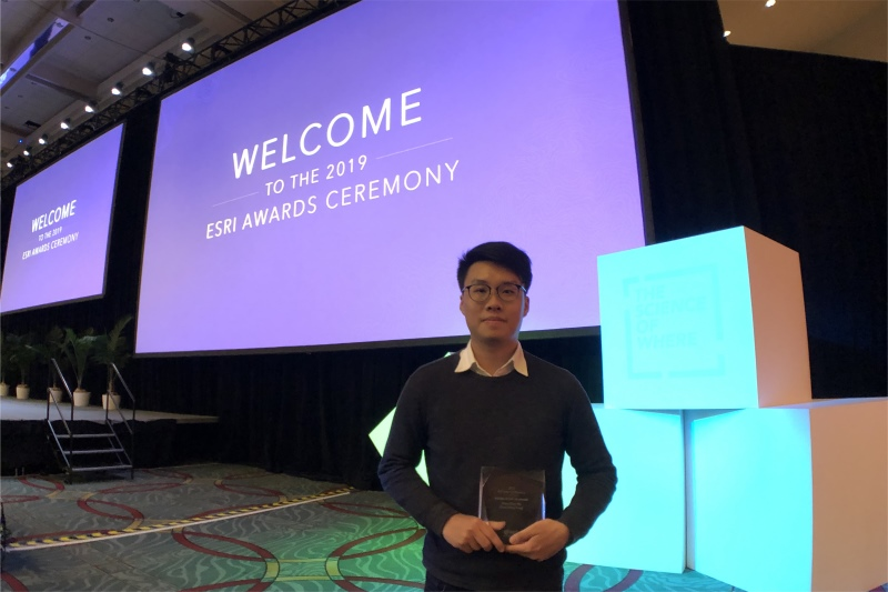 Tommy Chan received his trophy at the Esri Awards Ceremony.