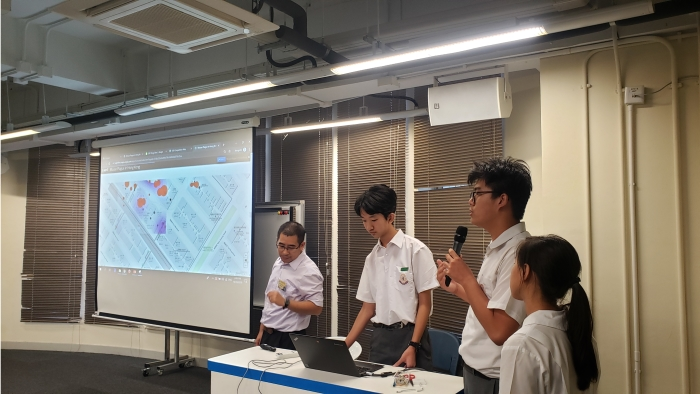 Mr. Kwok Tse Kwan (left) and his students presented at the eREAP briefing session.